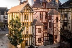 TROYES LA CHAMPAGNE TOURISME - Culture / Loisirs / Sport Troyes